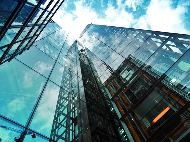 Konstruksjon med glassvegger